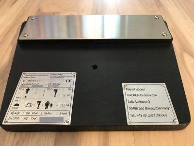 Torqeedo Adapterplatte für den Einsatz bei TAKACAT Booten mit offenem Spiegel